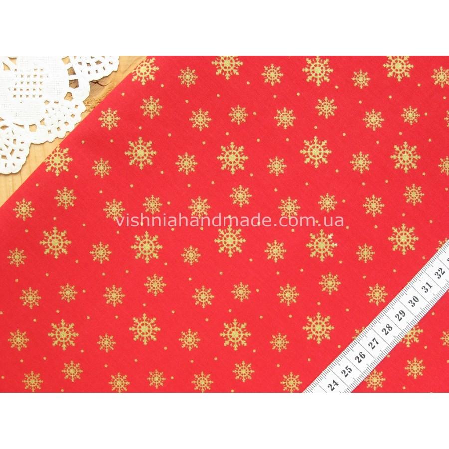 """Отрез новогоднего хлопка для рукоделия с глиттером """"Снежинки на красном"""", 30*36 см"""