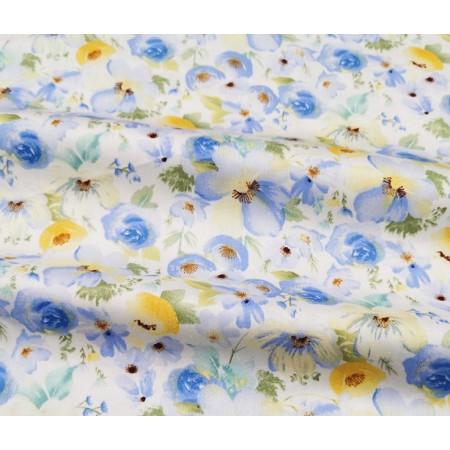 """Отрез сатина для рукоделия """"Большие голубые акварельные цветы на молочном"""", 50*40 см"""