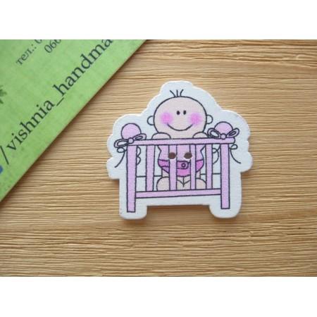 """Деревянная пуговица  """"Малыш в розовой кроватке"""", 31*30 мм"""